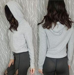 Alo Yoga | NWOT Soft Grey Cropped Hoodie SZ L